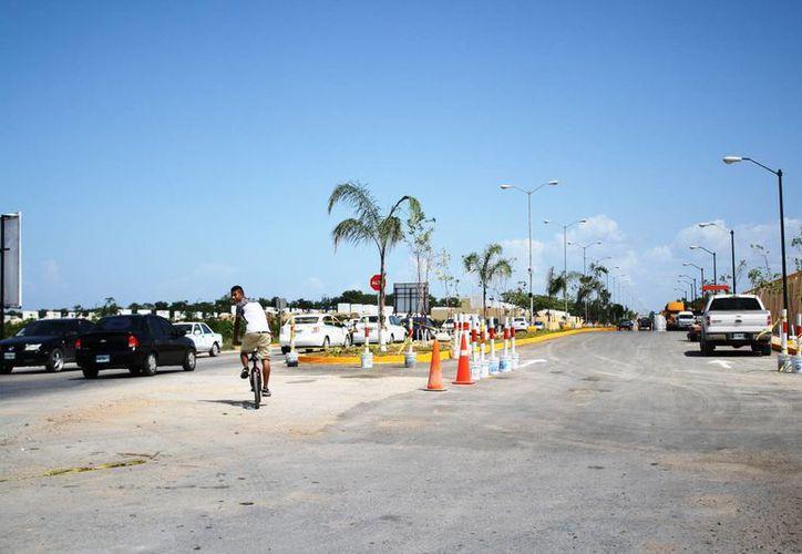 La vía de salida podría ser de doble carril, al menos en una parte de la entrada principal. (Octavio Martínez/SIPSE)