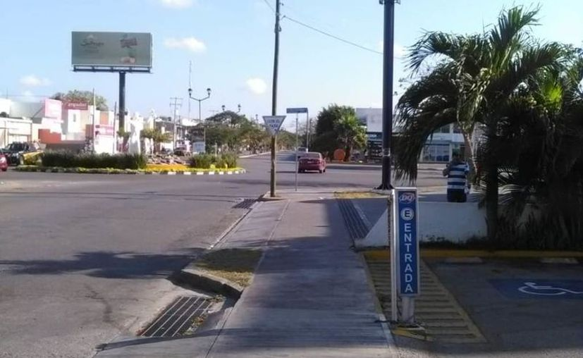 Las personas han decidido hacer caso a la cuarentena para evitar los contagios por coronavirus y las calles lucen vacías. (Novedades Yucatán)