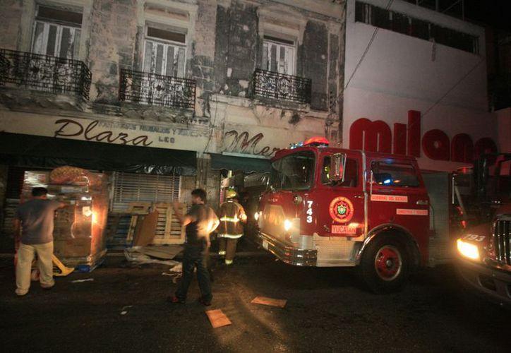 Incendio se registró a la una media de la mañana. (Jorge Sosa/SIPSE)