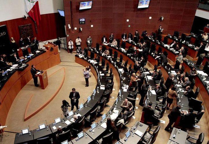 La iniciativa aprobada en el Senado determina que los mandatarios que hagan mal manejo de la deuda pública enfrentarán procesos judiciales. (Notimex)