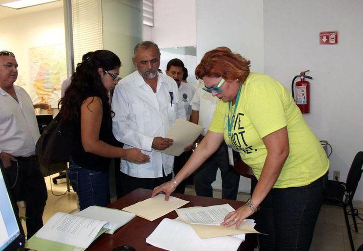 Dirigentes del Partido Humanista interpusieron una denuncia electoral contra el alcalde de Mérida, Renán Barrera Concha. (Milenio Novedades)