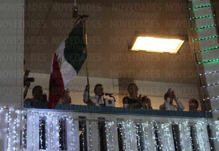 El gobernante de Quintana Roo dio el tradicional grito. (Tejeda/SIPSE)