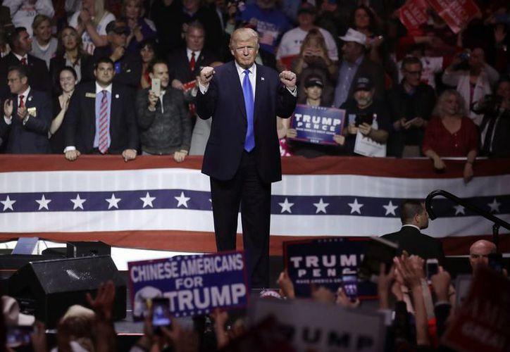 Trump estuvo ante más de nueve mil seguidores que llenaban el pabellón SNHU Arena, en el centro de Manchester, capital comercial de Nuevo Hampshire. (AP)