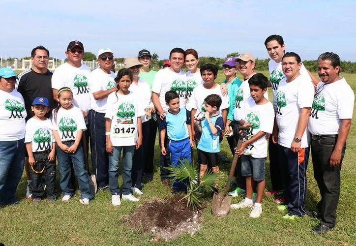Los asistentes realizaron actividades en pro del medio ambiente junto a sus familiares. (Redacción/SIPSE)