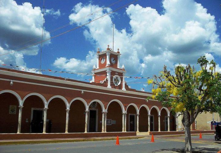 Las regidoras María Concepción Gamboa Coral y Sandra Leticia Mukul Vargas de Temax promovieron juicios ante el Tribunal Electoral del Estado para recibir su salario completo. (Milenio Novedades)