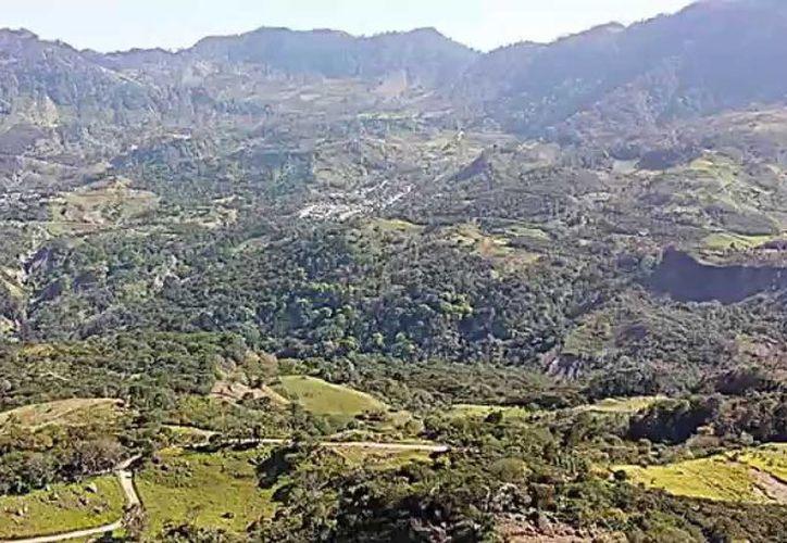 Los agresores, interceptaron la camioneta en que viajaba Perea a la altura de la carretera que va de La Parra a Paredes. (Captura Youtube).