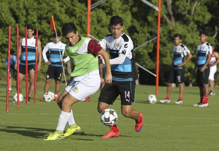 Jugadores del Guadalajara siguen entrenando en tierras cancunenses. (Ángel Mazariego/SIPSE)