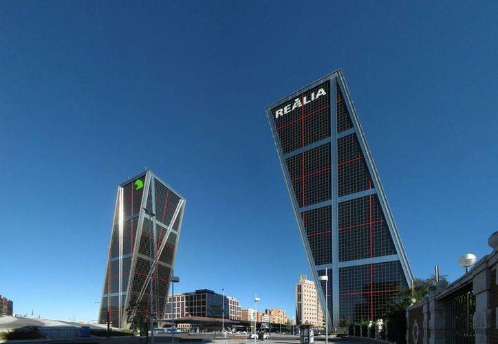 El mexicano Carlos Slim formulará en nueve meses una oferta para comprar la inmobiliaria Realia, cuyo edificio principal es uno de los más emblemáticos de Madrid. (vavas.eu)