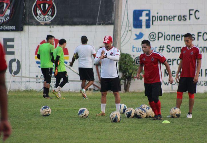 Pioneros busca tener un técnico joven de experiencia, y que haya jugado profesionalmente. (Foto: Raúl Caballero)