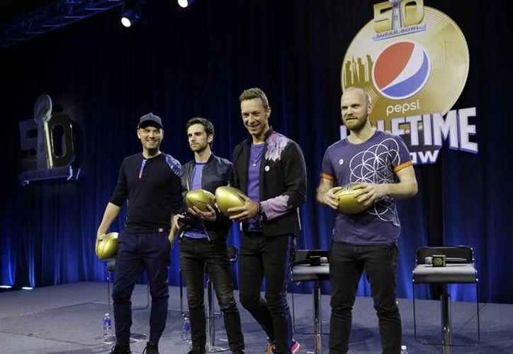 Los integrantes del grupo británico Coldplay que este jueves se presentarán en el show de medio tiempo del Super Bowl L. (Imágenes AP)