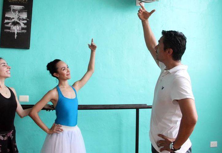 El bailarín Héctor Hernández prepara la gala del próximo viernes 10 de julio, de 'Giselle & Dionaea'. (José Acosta/SIPSE)