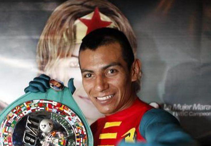 Robinson Castellanos, quien acaba de vencer al estadounidense Rocky Juárez, luchará contra Johnny González por el título pluma del CMB. (primerobox.blogspot.com)