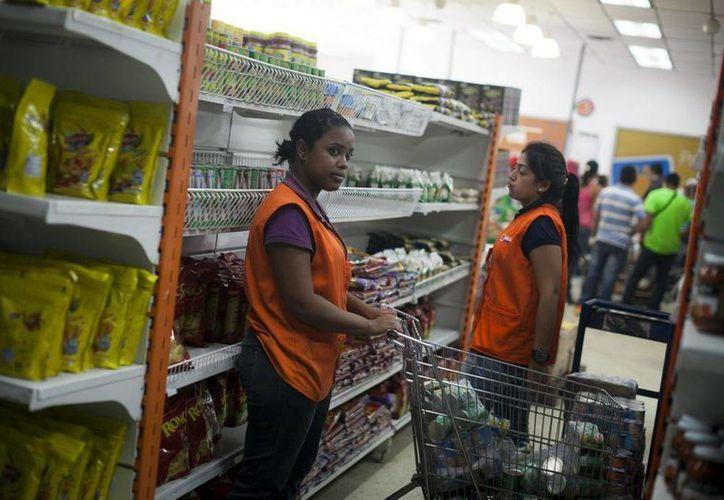 Poco más del 12 por ciento de los venezolanos admite solo realizar dos comidas al día debido a la galopante crisis que azota al país. (EFE)