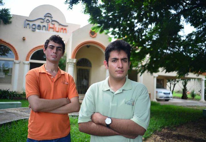 Luis Ángel Berrios Rivera y Rusell Santos Charruf son dos jóvenes con síndrome de Asperger que recibieron adecuada canalización para concluir estudios profesionales. (Milenio Novedades)