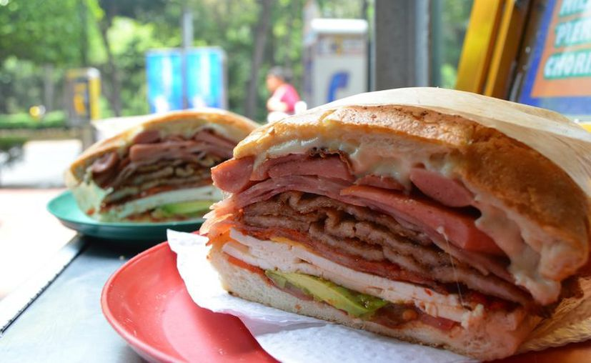 La comida que se vende en la calle tiene más grasa y se sirve en mayores cantidades. (Foto: Contexto/Internet)