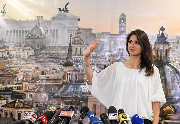 El hartazgo de los romanos por la corrupción política impulsó el triunfo de Virginia Raggi, quien es la nueva alcaldesa de la capital italiana. (AP)