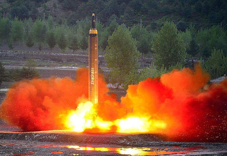 La madrugada del jueves Corea del Norte llevó a cabo el lanzamiento de varios misiles de crucero desde su costa este. (Reuters).