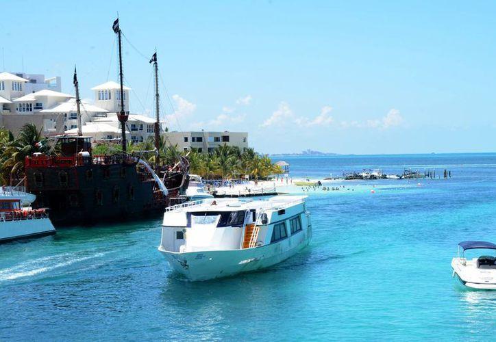 Debido a la conectividad aérea y carretera en Cancún se busca captar al mayor número de turistas nacionales. (Victoria González/SIPSE)
