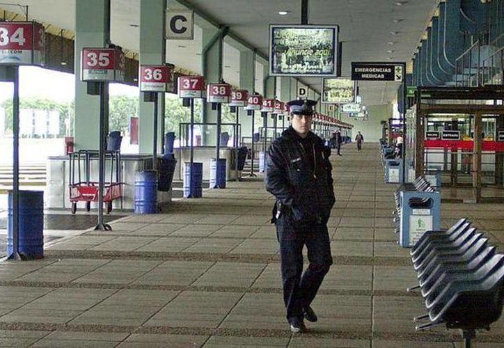 La suspensión del servicio de transporte en Argentina comenzó desde la madrugada y se prolongó hasta el medio día. (elnuevodia.com)