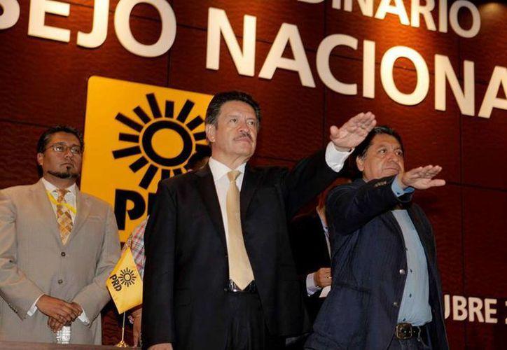 Carlos Navarrete asumió la presidencia del PRD la madrugada del domingo. (Facebook/Carlos Navarrete)