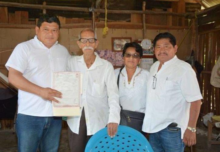La entrega del documento se hizo en la víspera del 106 aniversario del inicio de la Revolución Mexicana. (Cortesía/ SIPSE)