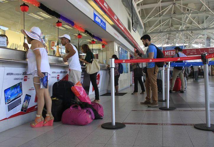 Aseguran que no se tendrán problemas ante el aumento de pasajeros por el tamaño de la terminal. (Victoria González/SIPSE)