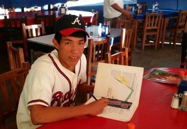 Firman a Carlos Arturo López por los Bravos de Atlanta. (Redacción/SIPSE)