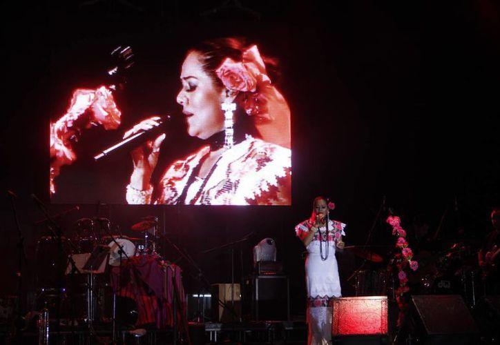 Lila Downs durante su presentación en el aniversario de Mérida, el pasado 6 de enero. (SIPSE)