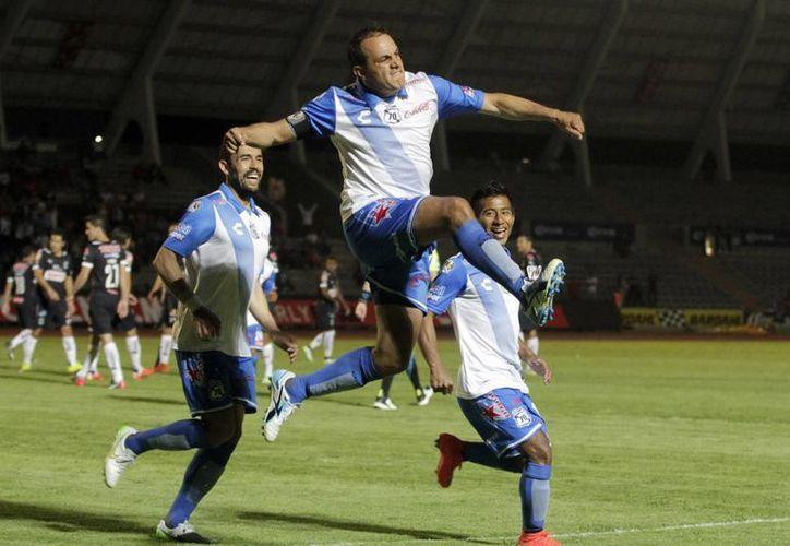 A sus 42 años Cuauhtémoc Blanco jugó todo el partido de semifinal de Copa MX que Puebla ganó 3-0 a Monterrey con un gol suyo para avanzar a la final. (Notimex)