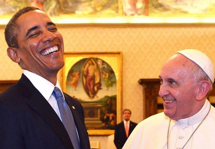 El presidente estadounidense Barack Obama y el Papa Francisco conversan tras una audiencia privada celebrada en el Vaticano. (EFE/Archivo)