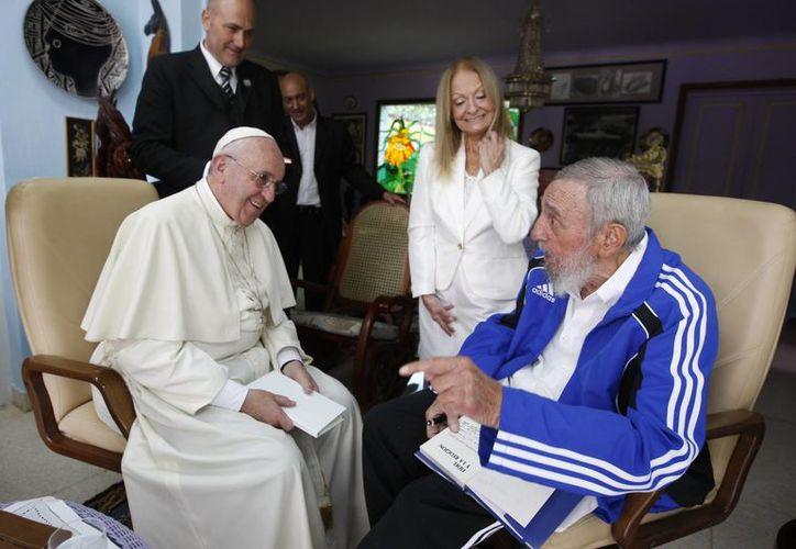 El Papa Francisco y el expresidente Castro se reunieron en 2015 durante la visita papal del Pontífice a Cuba. (Alex Castro/granma.cu)