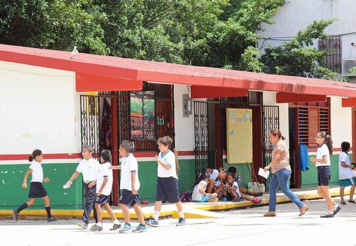En un recorrido realizado en 12 escuelas públicas de nivel básico, la mayoría no tenía clases. (Jesús Tijerina/SIPSE)