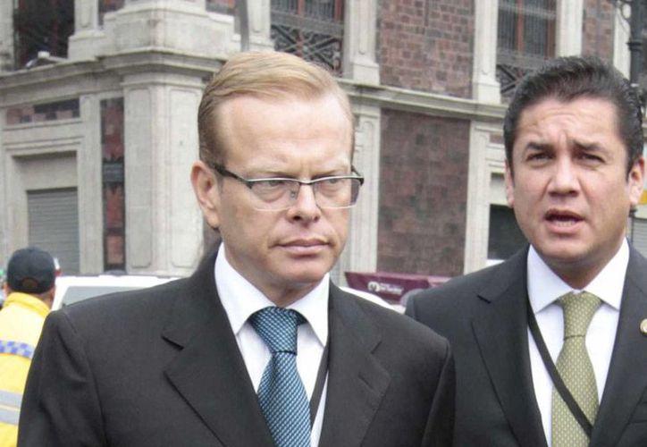 Arturo Escobar, ex subsecretario de Gobernación, está bajo investigación de la PGR, por la entrega de tarjetas de apoyo en tiempos electorales. (Notimex/Archivo)