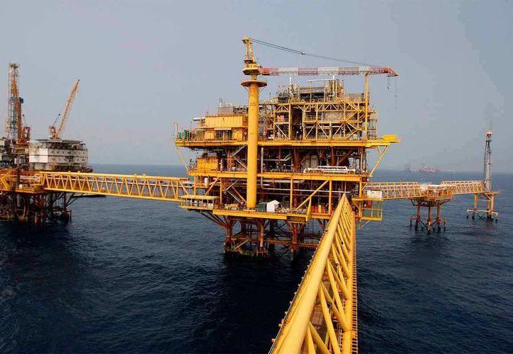 La reforma energética tiene contemplado abrir licitaciones para proyectos en aguas profundas, los cuales pueden aumentar la producción de petróleo crudo en el país. (noticiasmvs.com)