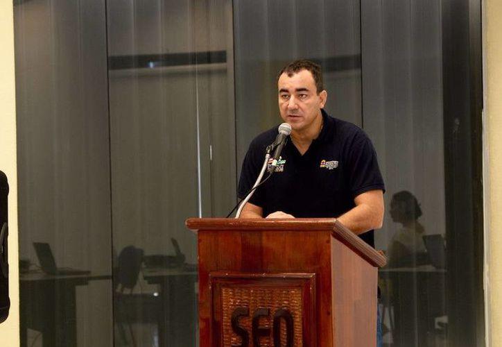 El secretario de Educación y Cultura en Quintana Roo, José Alonso Ovando, inauguró el taller para las asignaturas. (Redacción/SIPSE)