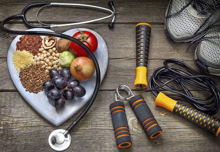 Las comidas, el alcohol y el relax de las vacaciones suelen pasar factura al final del verano. (Contexto)