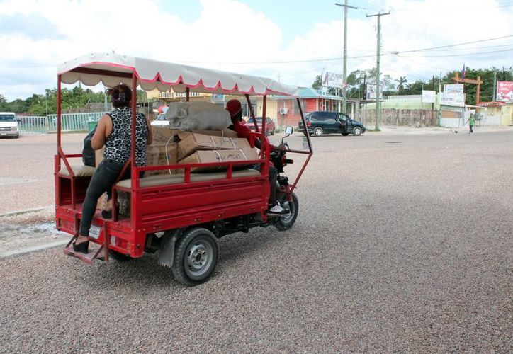 Las tricimotos no cuentan con las medidas de seguridad para transportar gente y mercancía. (Francisco Sansores/SIPSE)