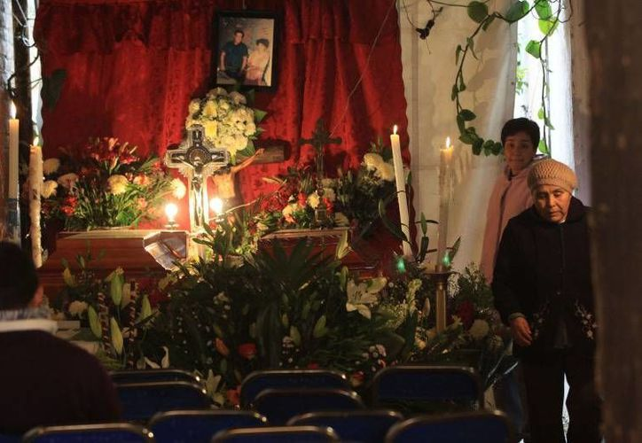En Tlaxcala, se llevan a cabo los funerales de las personas fallecidas por el incidente registrado ayer en el municipio de Nativitas, provocado por explosión de pirotecnia. (Milenio)
