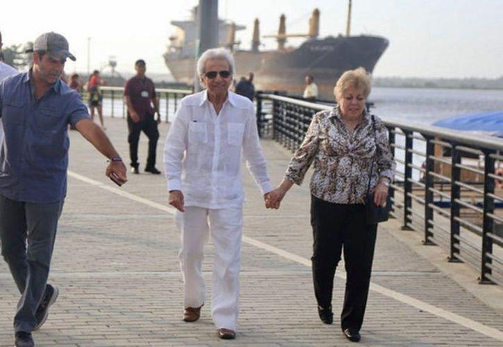 El alcalde de Barranquilla, Alejandro Char, se reunió con los padres de Shakira. (Vanguardia MX)