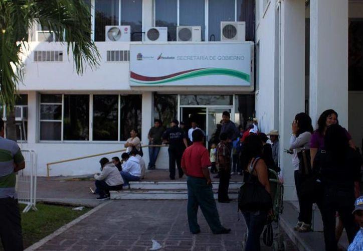 Cañeros de la CNC se manifestan de manera pacífica a las afueras del Palacio de Gobierno para pedir apoyo. (Edgardo Rodríguez/SIPSE)