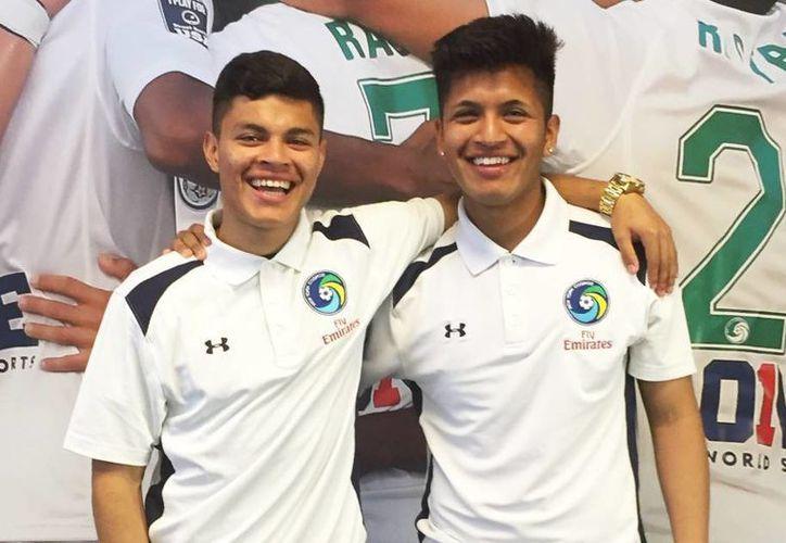 Alexis Velela y Eric Calvillo, ambos de origen mexicano, juega para el Cosmos de Nueva York. (Imagen tomada de elpais.com)