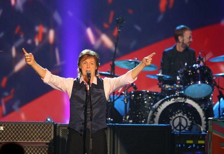 Paul McCartney y Ringo Starr tocaron juntos el 27 de enero durante el concierto 'La noche en que Estados Unidos cambió'. (Foto: AP)