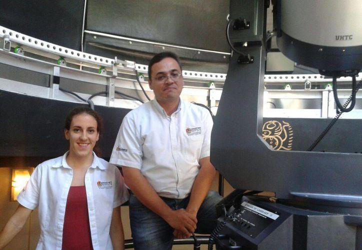 El tema fue expuesto por la astrónoma Tania Martínez González y el responsable del observatorio astronómico, Jimmy Herrera Cortés. (Sergio Orozco/SIPSE)