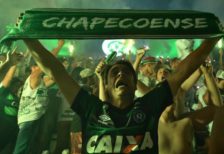 A dos años de la tragedia que enlutó al club brasileño Chapecoense, sus tres sobrevivientes regresaron. (Diario Sport)