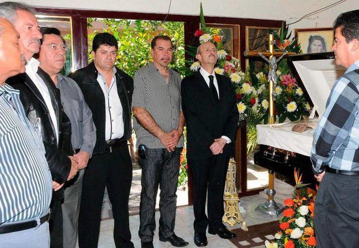 En el funeral de Gustavo Garibay, el gobernador Fausto Vallejo prometió justicia para quien fuera alcalde de Tanhuato. (provincia.com.mx)