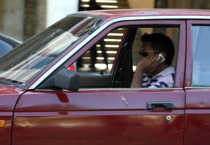 En caso de ser víctima de extorsión telefónica, las autoridades recomiendan no dar información y denunciar el hecho. (José Acosta/SIPSE)