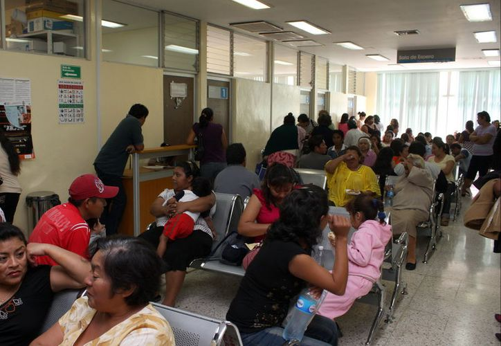 """Los Servicios de Salud de Yucatán """"están saturados"""" de personas que buscan atención por males gastrointestinales: ya son 30 mil casos de enero a  los primeros día de marzo, lo que arroja un promedio de 17 personas cada hora. (SIPSE/Archivo)"""