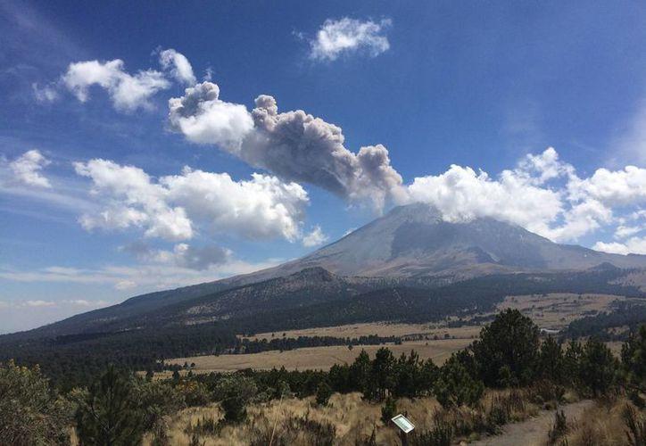 Se estima que 62 de cada 100 mexicanos están al pendiente del monitoreo a la actividad volcánica. (Notimex)