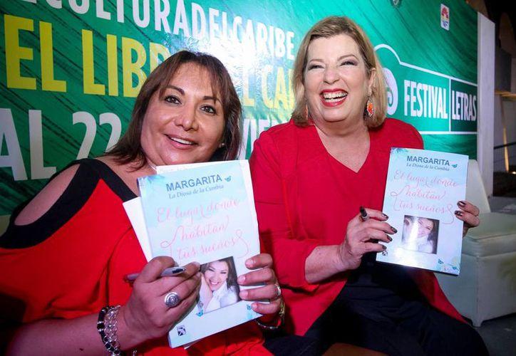 Margarita, La diosa de la cumbia, presentó su libro en Cancún. (Cortesía/Notimex)