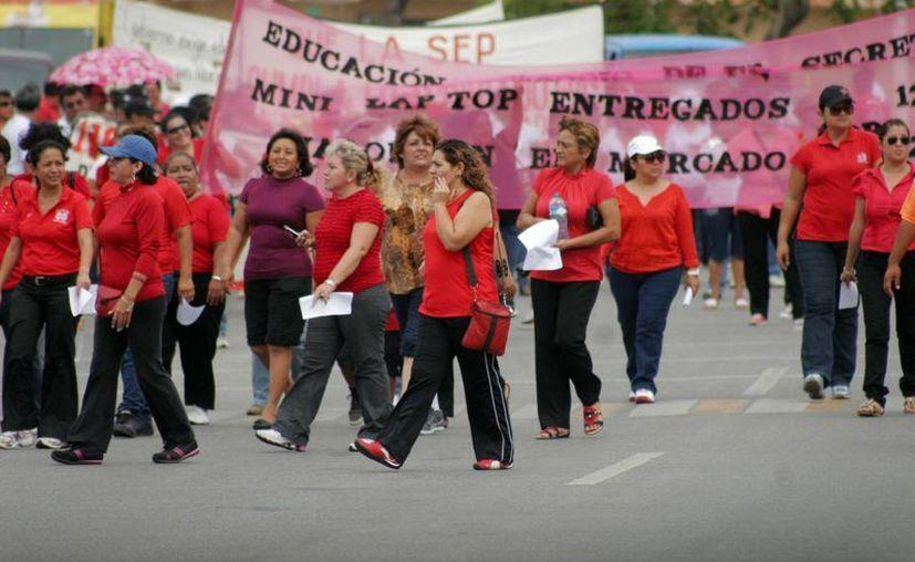 Al terminar la marcha anunciaron una multitudinaria en Cancún, con fecha tentativa para viernes 14 o sábado 15. (Harold Alcocer/SIPSE)